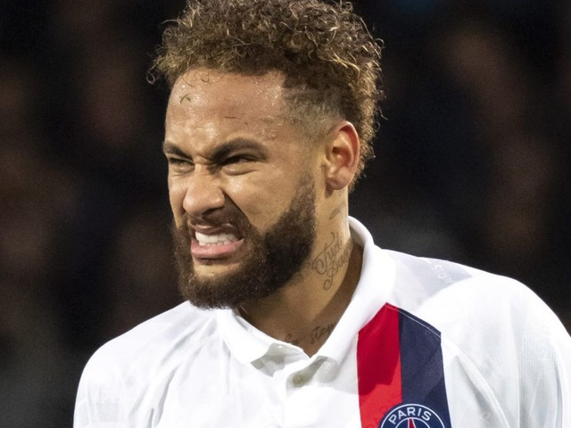 PSG ready to listen to Neymar offers next summer and will drop £250m asking price