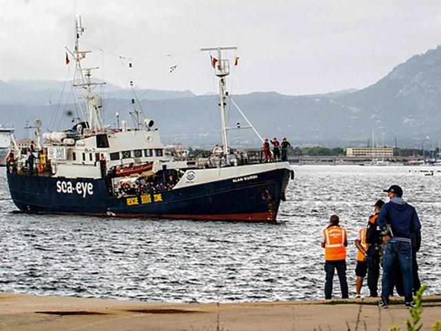 Italian coastguard blocks German NGO rescue boat