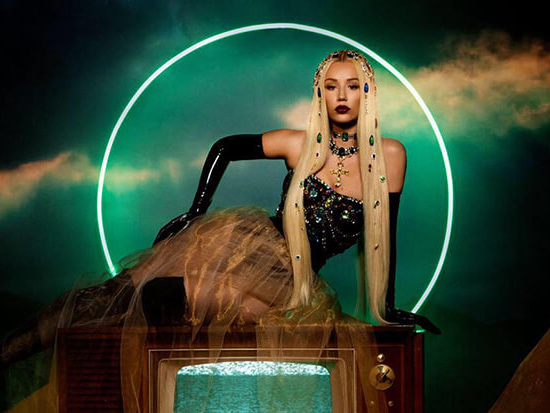 "Iggy Azalea Talks Backlash & ""Savior"" With Elvis Duran"
