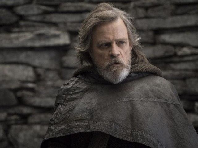 How Did Luke Skywalker Pull Off That Incredible Force Trick in The Last Jedi? A Star Wars Physicist Weighs in.