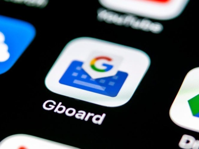 How to clear your Gboard keyboard history on an iPhone or Android device