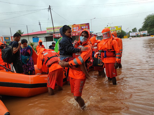 Rescuers hunt for survivors as monsoon death toll hits 115 in India
