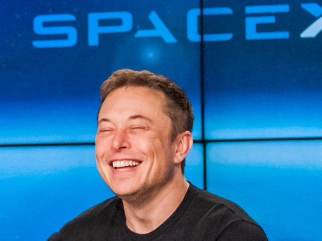 Elon Musk may raise nearly $1.3 billion for SpaceX before 2018 is over. He'll likely spend that money on 2 epic projects.