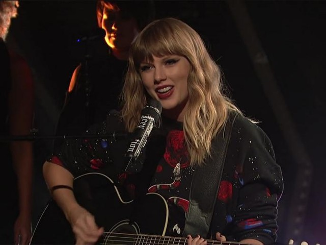 "Watch Taylor Swift's Acoustic Version of ""Call It What You Want"" on Saturday Night Live"