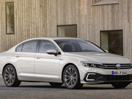 Updated Volkswagen Passat to offer upgraded PHEV version; partially automated driving at cruising speed