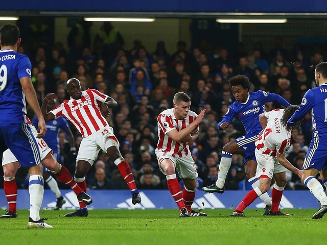 Willian double secures tense win for Chelsea