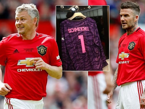 f17ec65dc Manchester United legends debut new kit as David Beckham and Co don 2019 20  home