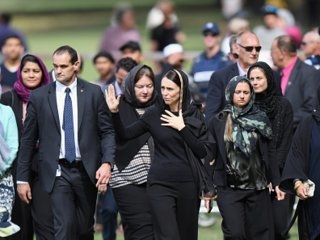 Inspiring photos show New Zealanders coming together for a national moment of silence one week after the Christchurch mass shooting