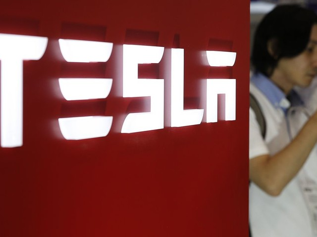 Tesla is taking out $1.5 billion in debt to fuel its dreams of massive growth
