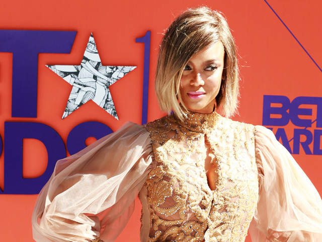 Tyra Banks Looks Fierce on the Red Carpet at BET Awards 2018!