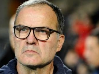 Bielsa owns up to spying as Leeds beat Derby to extend Championship lead