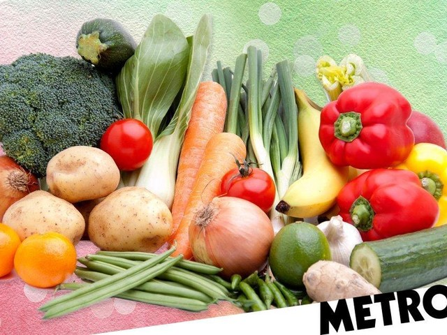 M&S will start selling loose fruit and vegetables to cut down plastic use