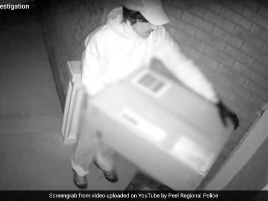 """Woman Shot With Crossbow After She Opened Door To A """"Deliveryman"""""""