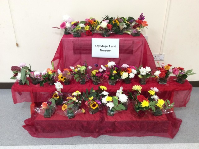 Mistley Norman Primary School makes flower arrangements for harvest