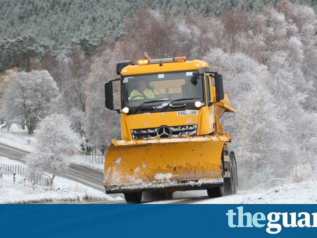 Snow, heavy rain and gales to hit UK overnight