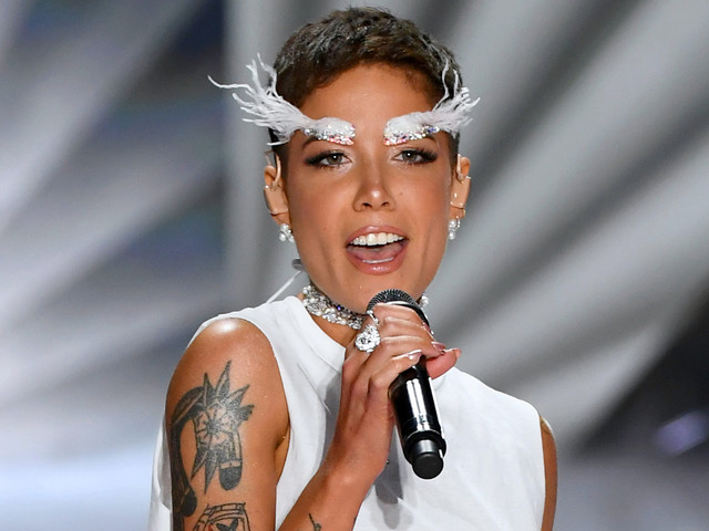 Halsey Eyebrows