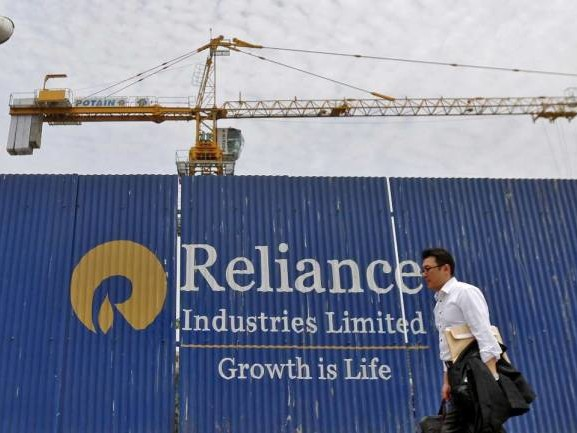 RIL worth holding with target at Rs 2,600; buy on dips