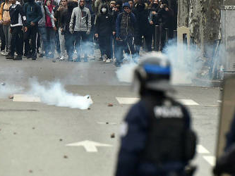 Paris on high alert as city shuts down for 'yellow vest' protests