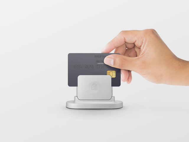E-Commerce Card Readers - Shopify Designed Its 'Chip and Swipe Reader' for E-Retailers (TrendHunter.com)