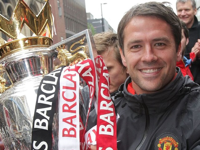 Man Utd great Ferdinand mocks Liverpool with Michael Owen reminder