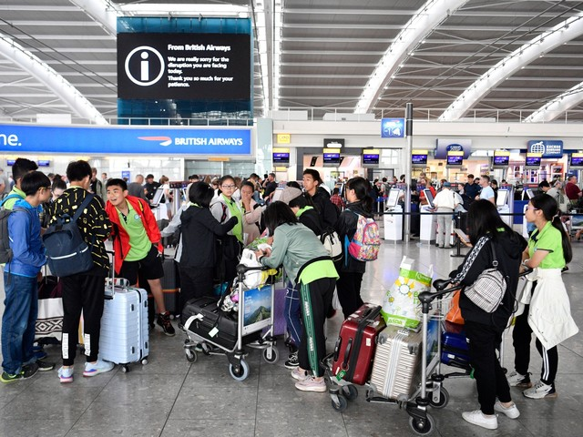 Heathrow bank holiday strike is suspended after latest pay offer