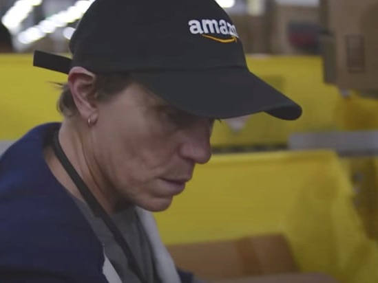 'Nomadland': How Frances McDormand Got Amazon to Agree to Shooting in a Real Warehouse