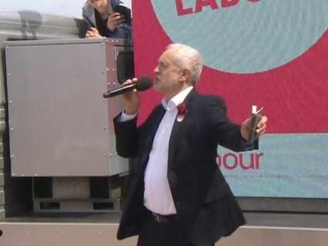 Jeremy Corbyn yn ymweld â Bangor a Chonwy ddydd Sadwrn