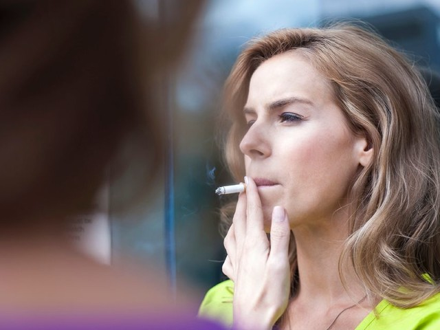 Lords launch bid to ban smoking outside of pubs and restaurants