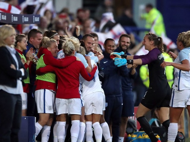 Eni Aluko slams 'disrespectful' England Women after show of support for boss Mark Sampson during World Cup qualifier win