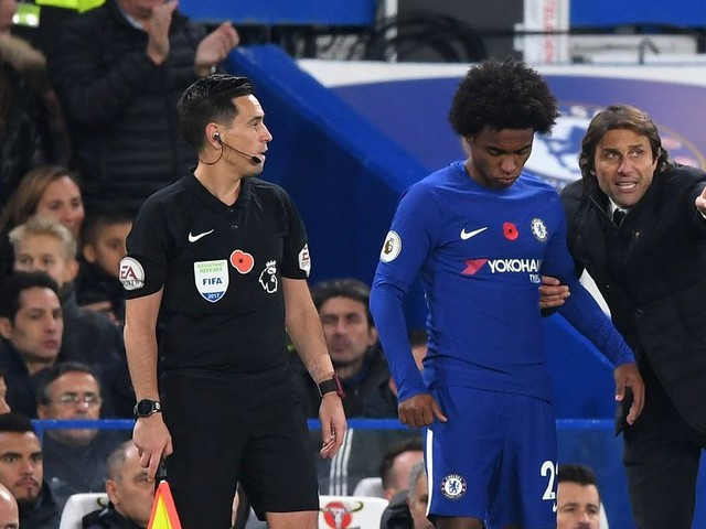 Willian loves Chelsea, but does not rule out exit — report
