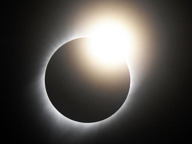 Total solar eclipse mesmerises America