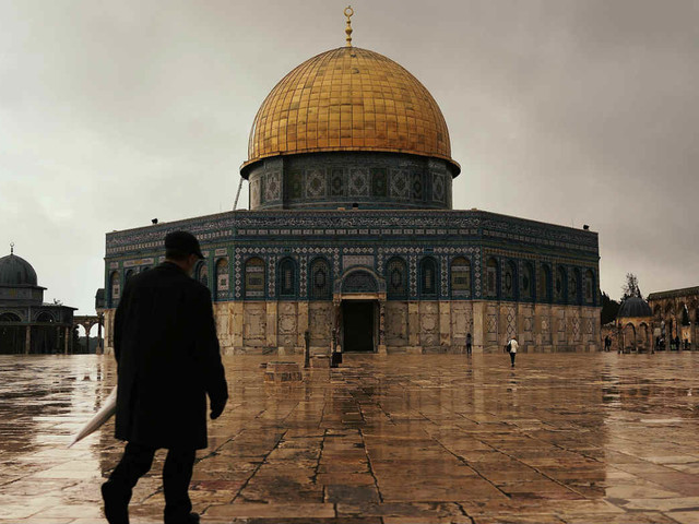 Protests after Israel removes metal detectors from al-Aqsa mosque