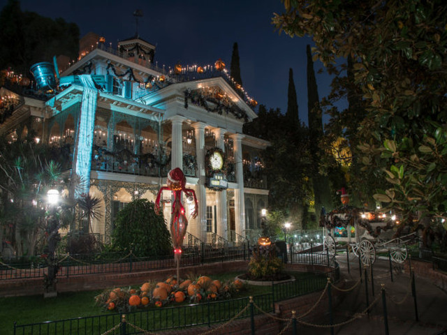 Disneyland's Haunted Mansion to Close for Refurbishment in 2020