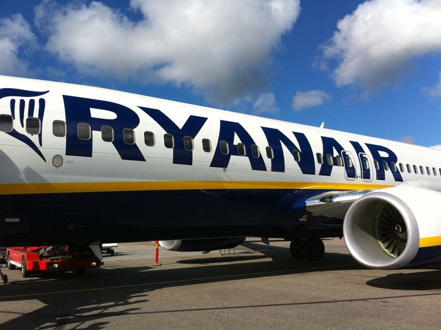 Ryanair launches flash sale with fares under £10 – to celebrate 100 days to Christmas