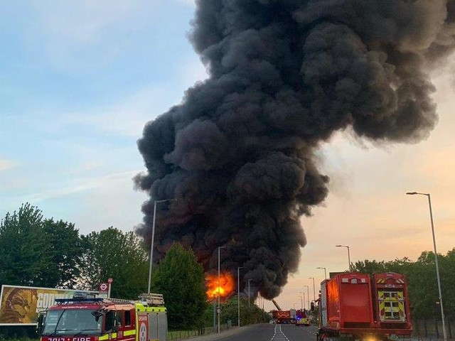 Tottenham fire: Large blaze breaks out at warehouse as huge plumes of smoke are visible for miles