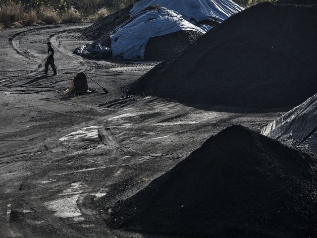 World Coal Production Just Had Its Biggest Drop on Record - Bloomberg