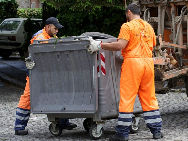 There's A Binman Shortage. Now Mums Are Being Asked To Apply