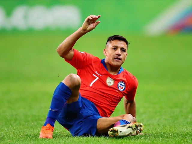 Alexis Sanchez in another blow as Man Utd flop limps off with hamstring injury just 17 minutes into Chile clash with Argentina