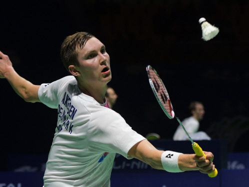 Top-ranked Axelsen sets up mouthwatering badminton final