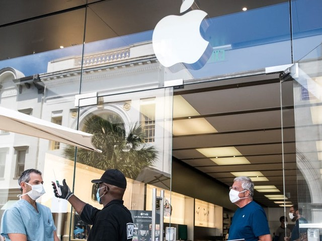 How the Apple Store is planning to prevent long lines and massive crowds for its biggest iPhone launch in years during a pandemic (AAPL)
