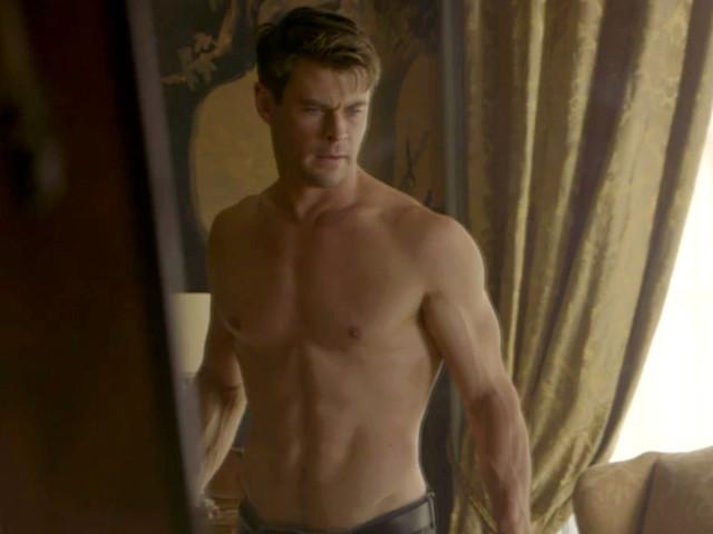 Chris Hemsworth Shows Off Hot Body in Deleted 'Men in Black' Scene!