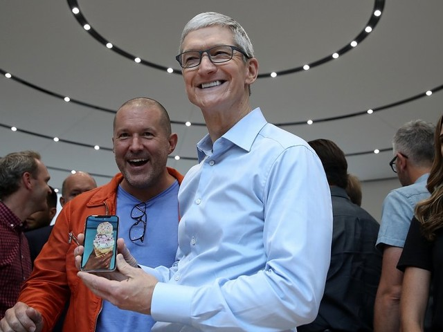 There isn't a long waiting list for the iPhone 8 yet (AAPL)