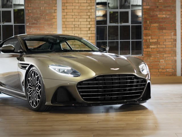 Aston Martin DBS Superleggera celebrates James Bond