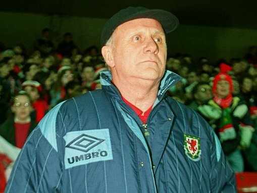 Former Wales and Hull City boss Mike Smith dies aged 83