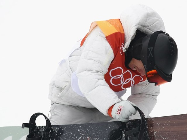 Shaun White fell to his knees and started crying after winning gold at the Winter Olympics