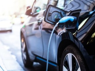 Electric vehicle drivers paid to charge up over Bank Holiday weekend