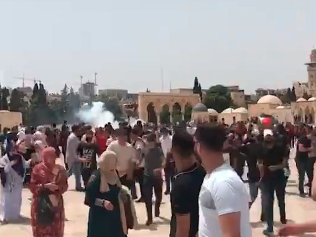 Video appears to show new violence at the al-Aqsa mosque in East Jerusalem on the first day of the Israel-Hamas cease-fire