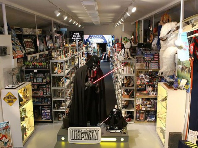 'Star Wars' museum hopes fans can track down $200,000 in stolen goods