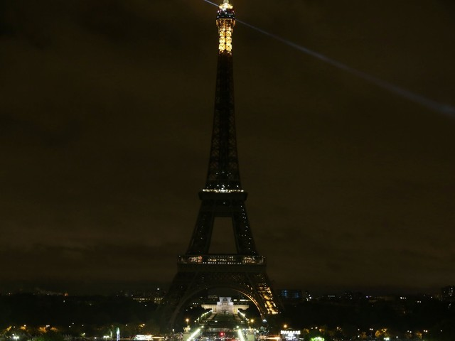 Barcelona Terror Attacks: Eiffel Tower Plunges Into Darkness In Solidarity With Terror Attack Victims