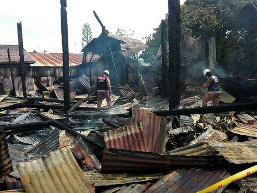 10 houses, 10 vehicles destroyed in Bagan Serai fire